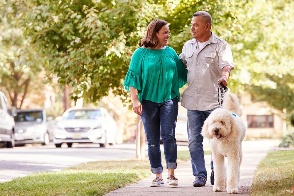 Couple-on-sidewalk